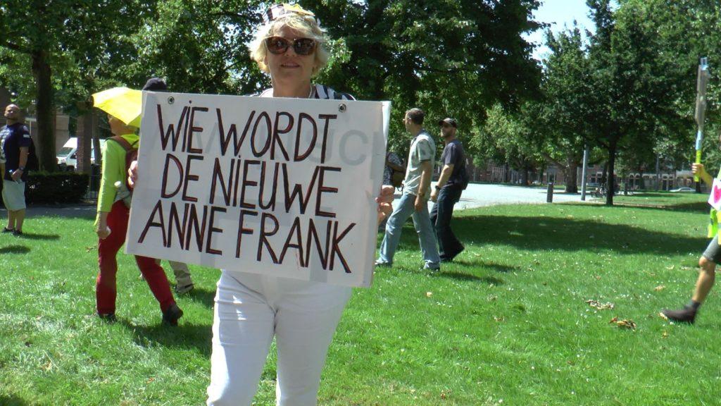 Irma Ridder als Anne Frank bij Police for freedom.